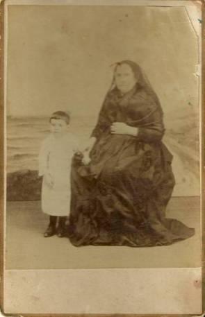 Aceña, de niño, con su madre